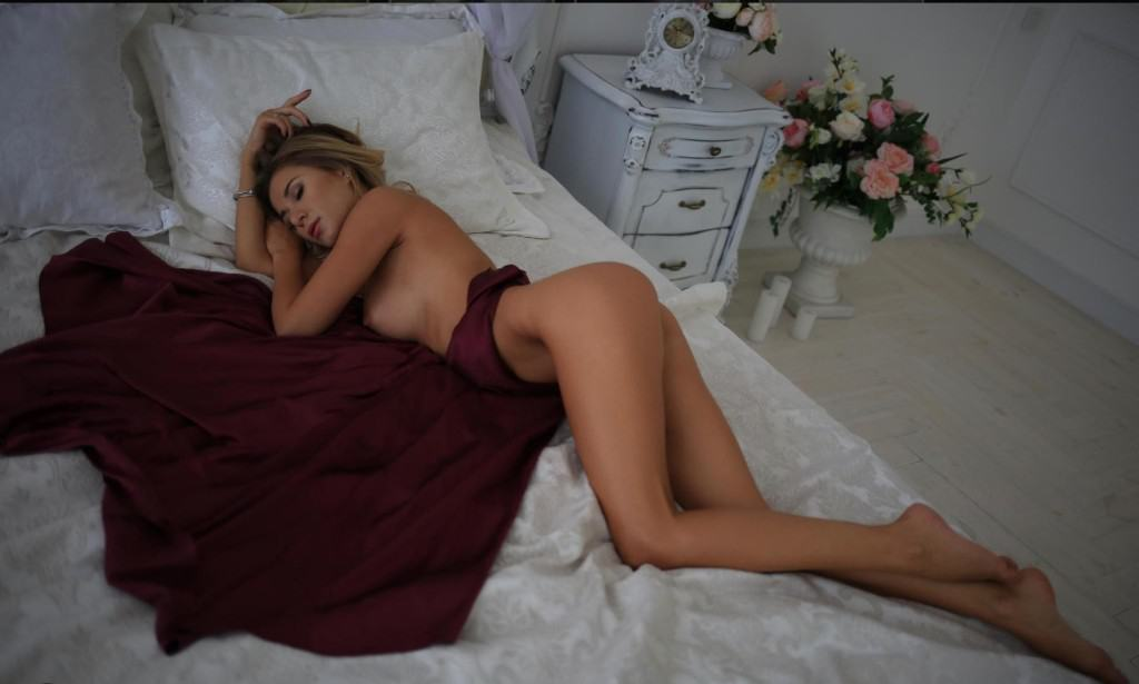 Lauren Laying On Bed Fully Nude